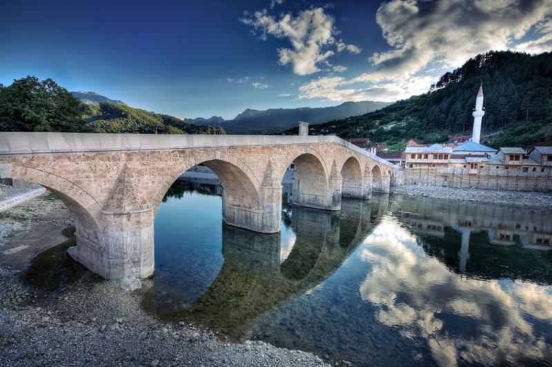 Konjic-Old-Bridge-and-Neretva-river.jpg