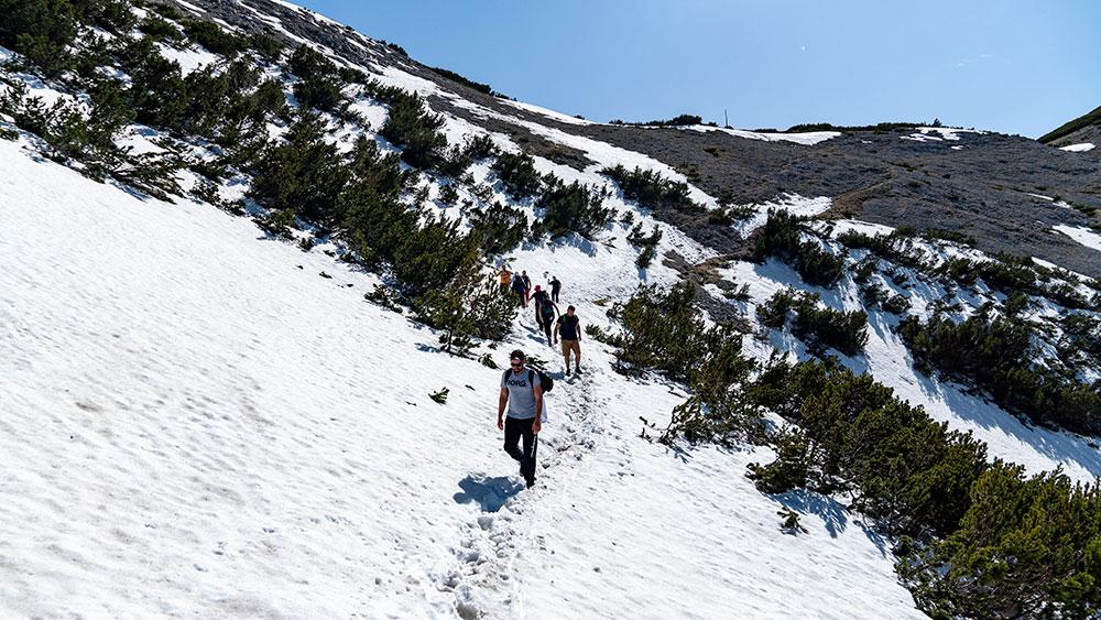 Descent from Veliki Vilinac towards Hajducka Vrata at Cvrsnica mountain