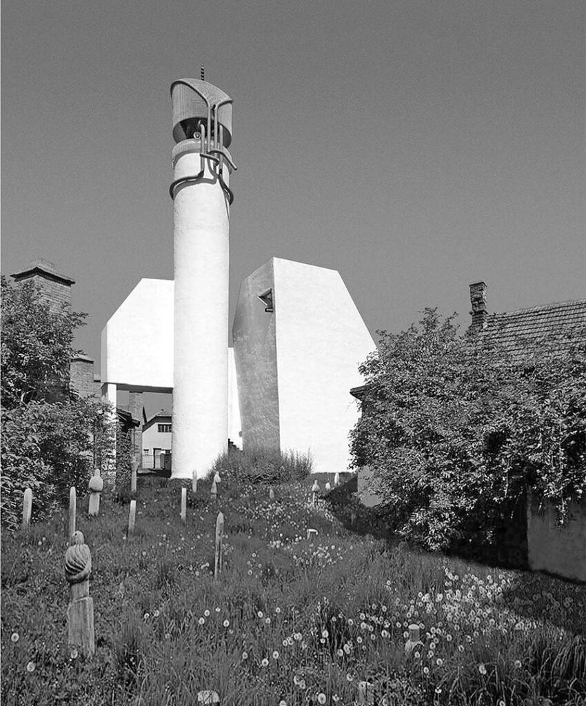 White mosque in Visoko by design of Zlatko Ugljen